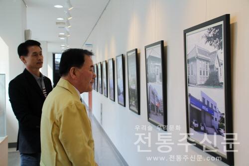 충남교육청 교육청 1층 갤러리 이름에서 27일까지 '이동규 사진전' 개최.jpg