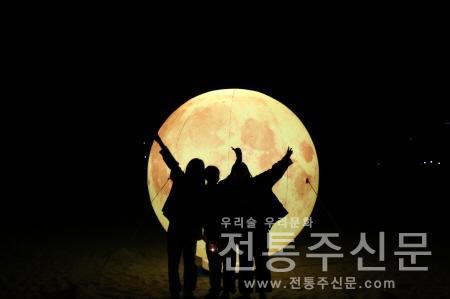 5일 밤 섬진강 백사장 달마중 행사 개최.jpg